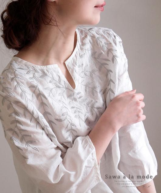 ボタニカルリーフ刺繍のリネントップス