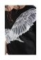 美しい羽刺繍が目を惹くトップス
