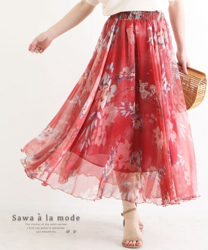 美しい花柄の華やかなフレアスカート